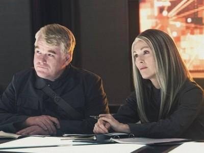 Philip Seymour Hoffman y Julianne Moore en 'Los juegos del hambre: Sinsajo.- Parte 1'