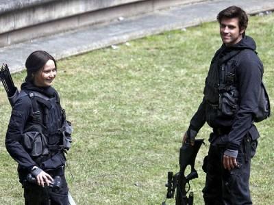 Jennifer Lawrence y Liam Hemsworth en el rodaje de 'Los juegos del hambre: Sinsajo'