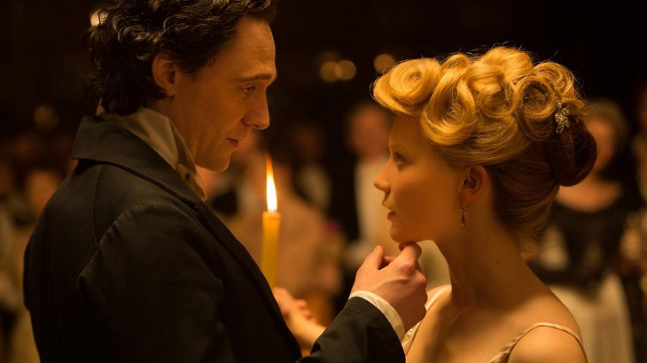 Tom Hiddleston y Mia Wasikowska en 'La cumbre escarlata'