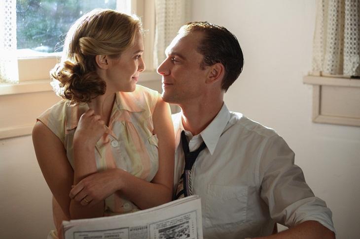 Tom Hiddleston y Elizabeth Olsen en 'I saw the light'