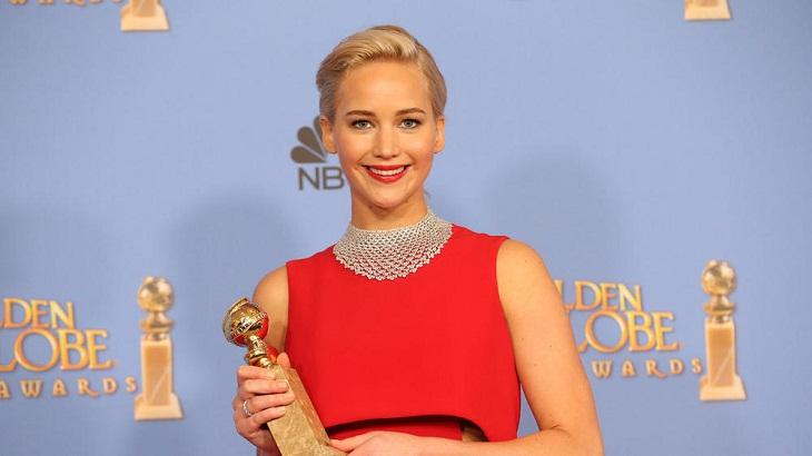 Jennifer Lawrence con su tercer Globo de Oro