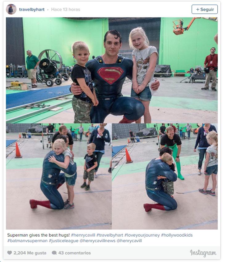 Henry Cavill como Superman en el set de Justice League